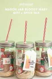 Decorate Mason Jars For Christmas Gifts by Best 25 Mason Jar Cocktails Ideas On Pinterest Mason Jar Drinks