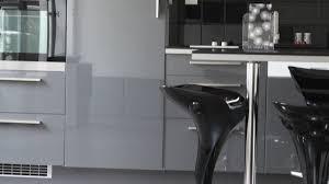 revetement adhesif meuble cuisine revetement autocollant pour meuble maison design bahbe com