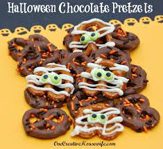 one creative housewife halloween chocolate covered pretzels