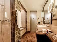 20368 badezimmer mit eckbadewanne urlaub am mittelrhein kurztrips wochenendreisen