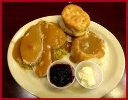 thanksgiving meal turkey dressing mash gravy biscuit