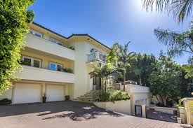 raquel welch u0027s former beverly hills home retains its looks la times