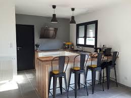 cuisine d aujourd hui 10 idées de cuisines aux meubles laqués blancs et bois les