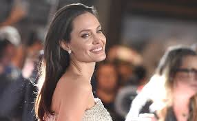 Angelina Jolie Mansion by Angelina Jolie Purchased A 6 9 Million Mansion Photos
