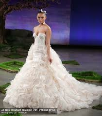 wedding gowns nyc nyc bridal fashion week new york floral design wedding planner