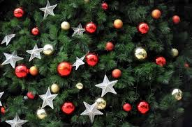 Christmas Decorations Online Eu by When Should I Put My Christmas Tree Up In Ireland Irish Mirror
