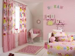 idee peinture chambre fille couleur chambre enfant et idées de décoration murs roses couleur