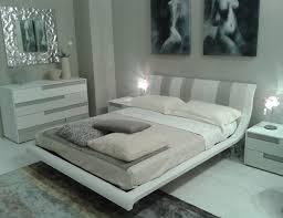 lade per comodini moderne l elegante gioco di colori naturali per il letto zefiro e il com祺