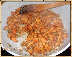 cuisiner les pigeons pigeons aux girolles et petits pois chez mireille d