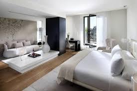 meubler une chambre grande chambre à coucher les bureaux bancs chaises fauteuils