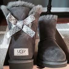 ugg bailey bow pink sale 34 ugg shoes sale ugg mini bailey bow scallop charcoal size