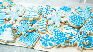 HOW TO DECORATE COOKIES WITH ROYAL ICING FOR BEGINNERS THE