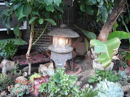 make a japanese garden lantern out of hypertufa 4 steps with