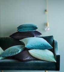 canap bleu ciel déco salon quelle peinture lavable choisir pour le salon avec un