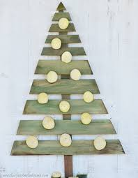 pallet christmas tree 13 cool diy recycled pallet christmas trees shelterness