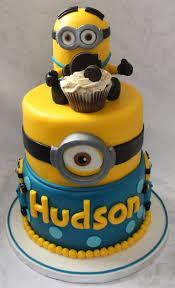 minion birthday cake best 25 minions birthday cakes ideas on minion cakes