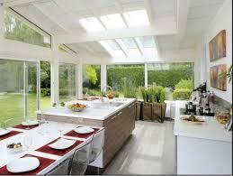 cuisine dans veranda idées déco une vraie table de repas dans la cuisine verandas