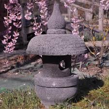 pas japonais en pierre naturelle lanterne japonaise lampe de jardin en pierre naturelle