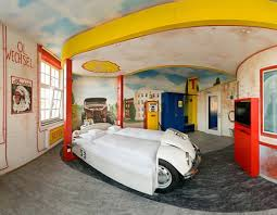 deco chambre voiture 10 décorations de chambres pour les fans de voiture idées déco