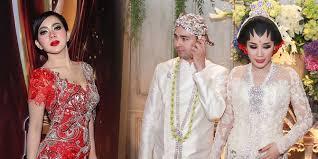 wedding dress nagita slavina syahrini peluk raffi ahmad di resepsi nagita slavina cemburu