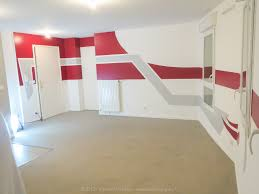 mur cuisine framboise salon cuisine framboise et gris vincent walker wall designer
