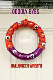 diy halloween googly eyes wreath