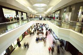 woodfield mall still draws shoppers even as other suburban centers