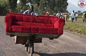 déménagement du canapé ou transport en commun amusant