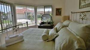mariners two master bedroom 2 gippsland lakes escapes mariners two master bedroom 2
