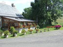 chambre d hotes dans le cantal chambres d hôtes et chalets au lac des estives à montgreleix