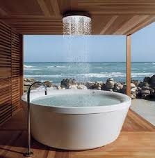 awesome outdoor bathroom design in beach house