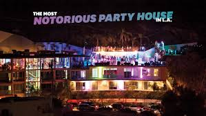 hollywood u0027s most notorious party house has 51 bathrooms 32