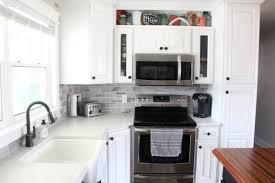 what color backsplash with white quartz countertops silestone lyra quartz countertops bright green door