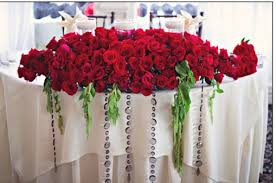 Red Rose Table Centerpieces by Red Roses On Sweetheart Table At Wedding Wedding Ideas