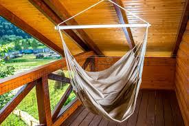 h ngematte auf balkon hängematte auf dem balkon stockfoto bild 57365696
