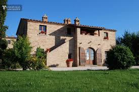 traditional villa for sale in tuscany within a managed complex