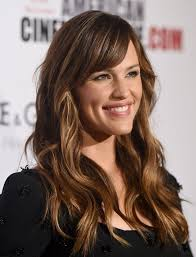 hairstyle square face wavy hair the best haircuts for square face shapes jennifer garner s long