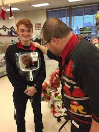this man won christmas with his hilarious u0027ugly sweater u0027 trick