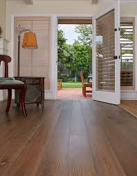 Heritage Oak Laminate Flooring American Guild Sand White Oak Ernest Hemingway Heritage Hkw San6
