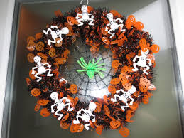 How To Make Halloween Wreaths by A Cheap Diy Halloween Wreath Youtube