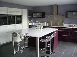 table ilot cuisine haute cuisine ouverte haute de gamme plan de travail et ilot central en