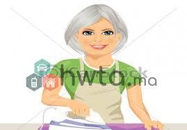 femme qui cuisine de ménage et cuisine logé qui passe la nuit