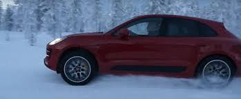 porsche macan turbo performance 440 hp porsche macan turbo performance fights snowmobile in german