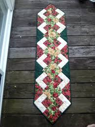 Christmas Table Runner Decoration by Best 25 Christmas Runner Ideas On Pinterest Quilted Table