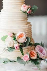 ivory rosette icing and floral accents on elegant round wedding