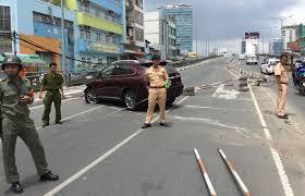 xe lexus cua le roi sài gòn xế hộp lexus hơn 4 tỷ gặp nạn khi đang lên cầu