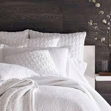 Pottery Barn White Comforter Best 25 Fluffy White Bedding Ideas On Pinterest White Bed