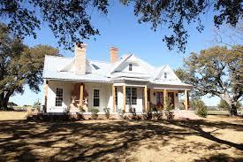 chip and joanna farmhouse fixer upper magnolia mom magnolia and joanna gaines