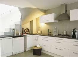 couleur plan de travail avec cuisine blanche en photo