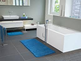 badezimmer dunkelblau badezimmer blau cheap erfrischend zartes blau und helles holz
